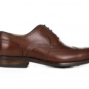 Walnut Wingtip Oxford with a Rubber Sole - thumbnail image 1